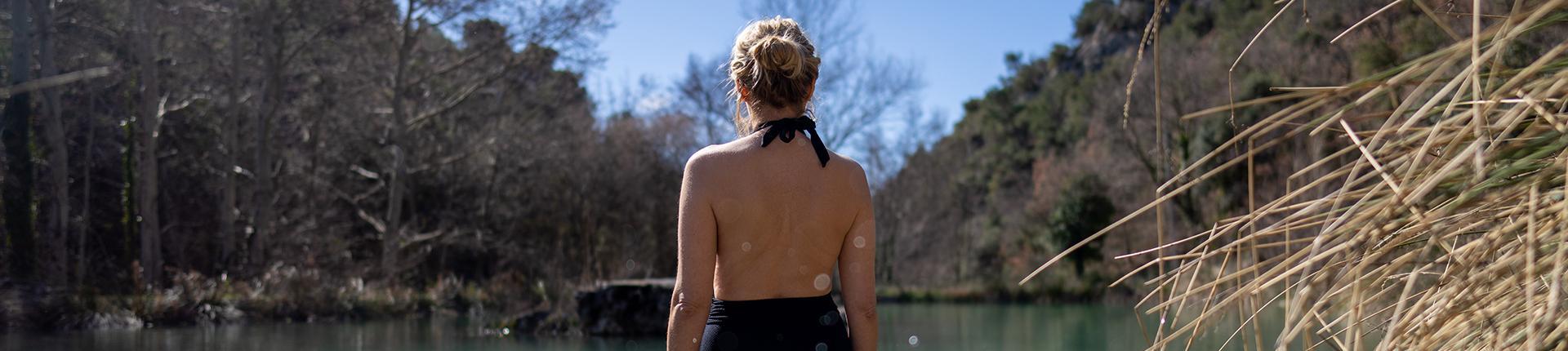 Image femme dans un lac